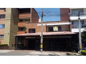 Casa Lote en venta en Laureles, Medellín