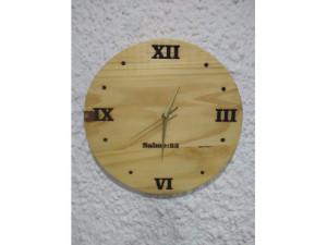 Relojes en madera