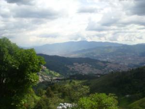 ECOTURISMO Y GLAMPING Vista Panorámica de Medellín a ...