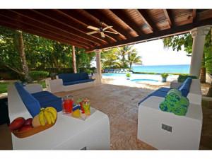 Hermosa Cabaña Sobre La Playa, con Piscina Coveñas